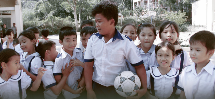 Danh Khang, 14, is quite popular with his eight-year-old classmates at An Thoi 2 Elementary School on Phu Quoc Island, off southern Vietnam. Photo: Tuoi Tre