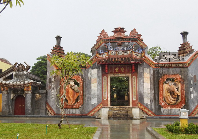 Hoi An adds 400-year-old temple gate to attraction list