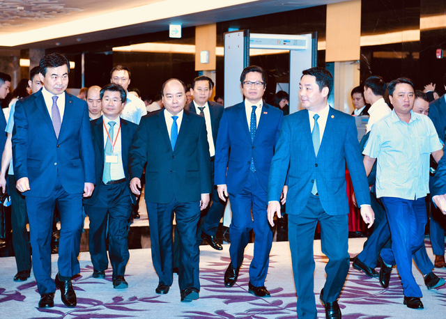 Prime Minister Nguyen Xuan Phuc (third left) is seen at the Annual Vietnam Business Forum (VBF) 2018 in Hanoi on December 4. Photo: Tuoi Tre