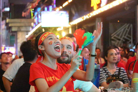 Fans celebrate Vietnam's win against the Philippine on December 6, 2018. Photo: Tuoi Tre