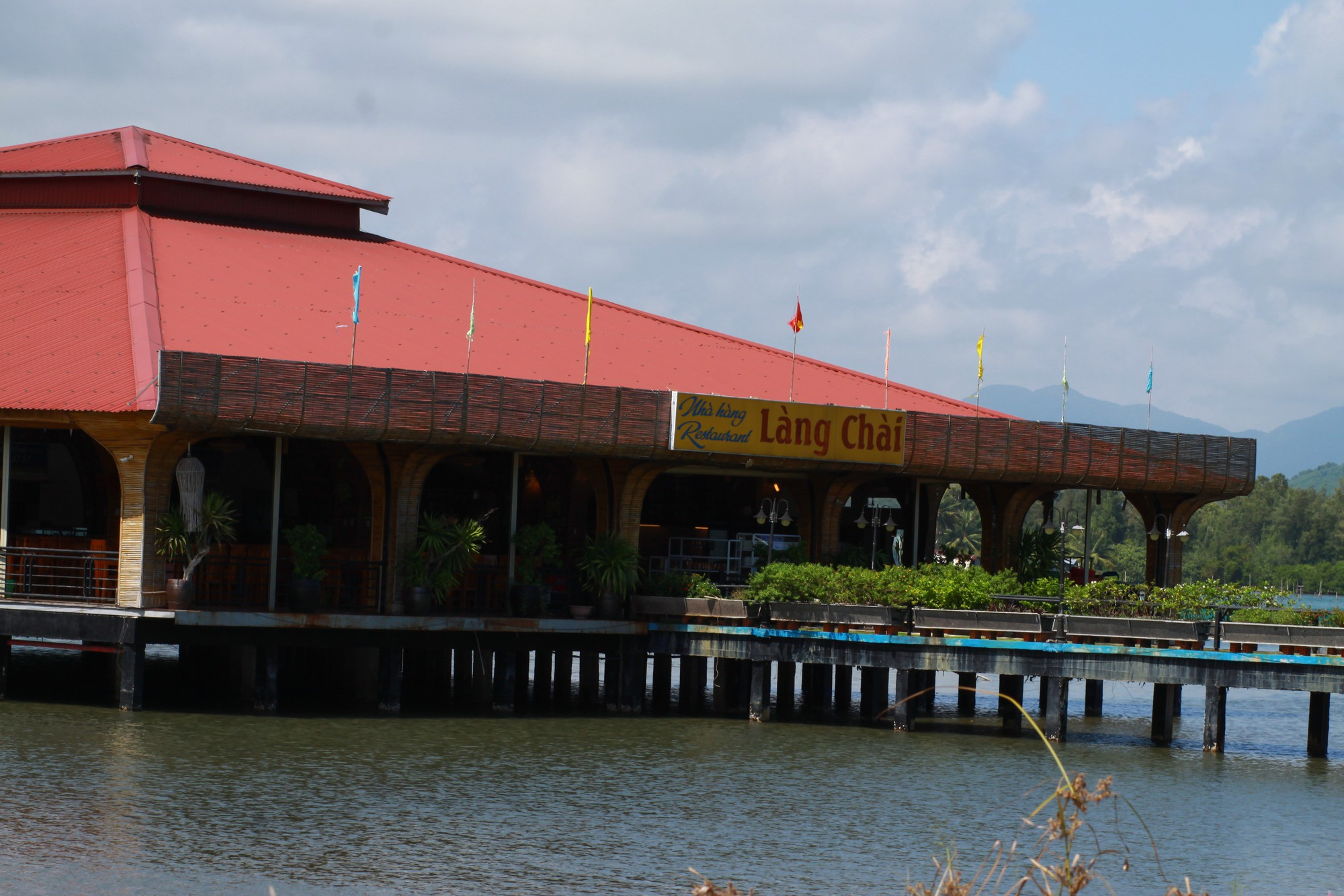 A restaurant above Lap An Lagoon in Thua Thien-Hue Province, central Vietnam. Photo: Tuoi Tre