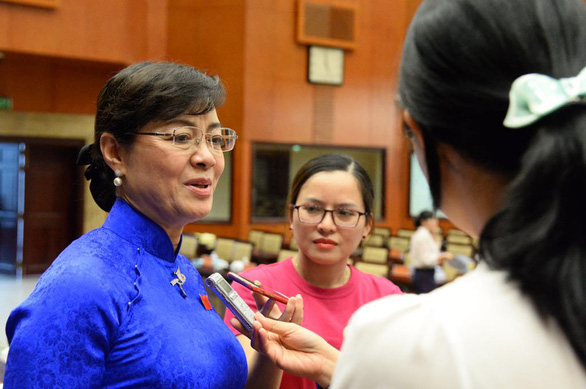 Chairwoman of the People's Council Nguyen Thi Quyet Tam talks to the press following the vote. Photo: Tuoi Tre