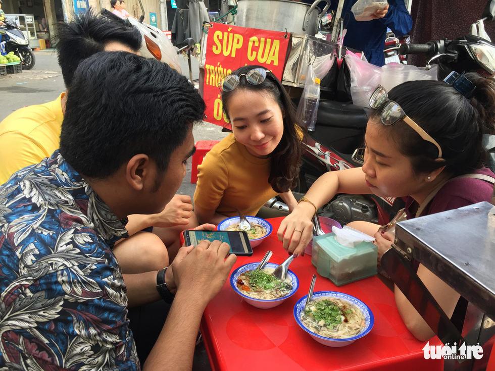 SSEAYP ambassadors fall heads over heels for Vietnamese street food