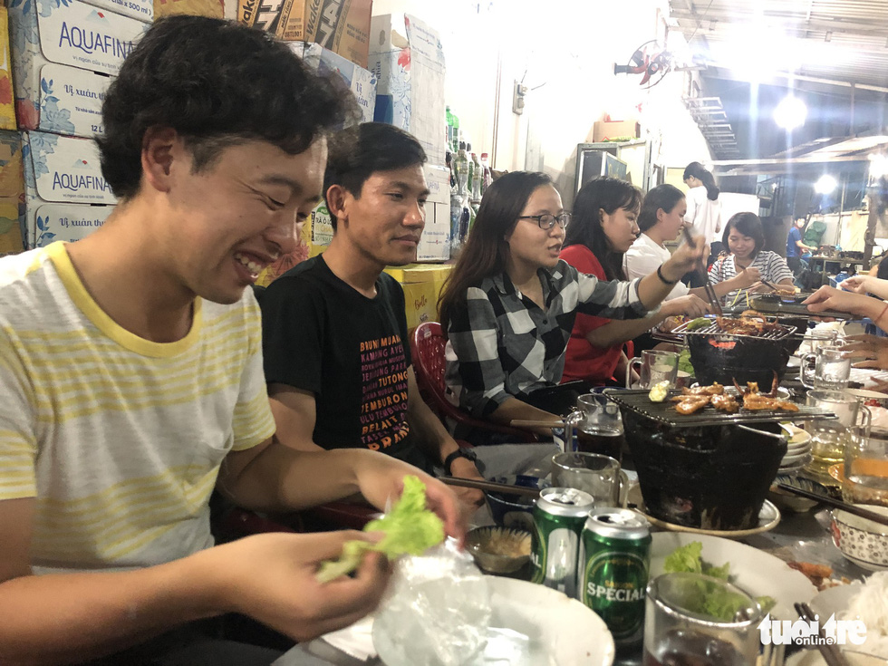 Junya Yashikawa (left most) and Suy Vathna (second left) share a happy hour session with their host family. Photo: Tuoi Tre