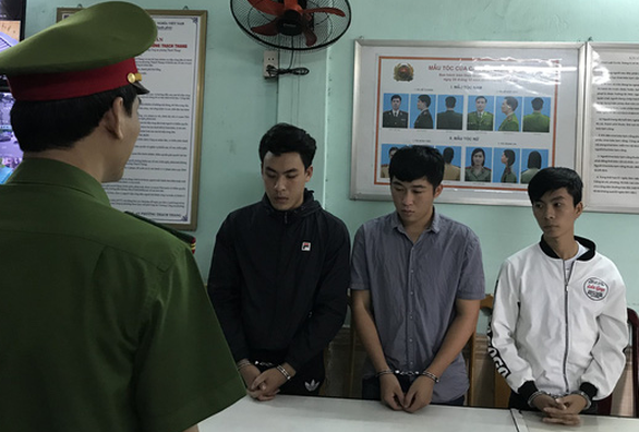 The three college students were taken into custody by police in Da Nang City, Vietnam. Photo: Tuoi Tre