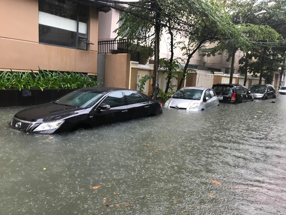 Prolonged downpour results in large-scale flooding in Vietnam's Da Nang