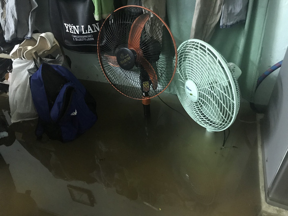 A house is flooded in Da Nang City. Photo: Tuoi Tre