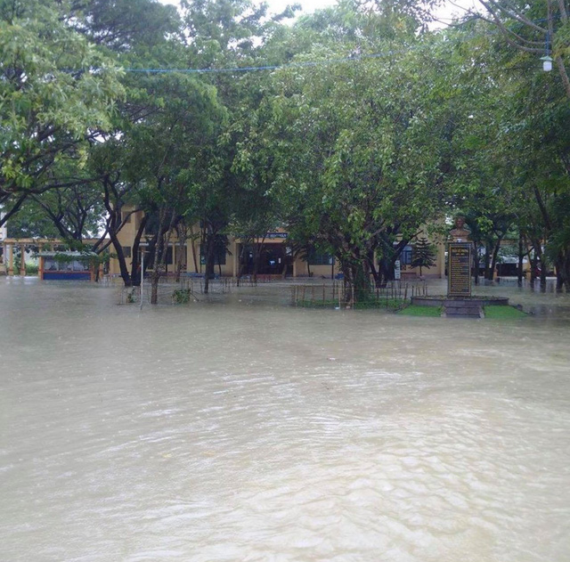 A school in the south-central province of Quang Ngai is flooded.