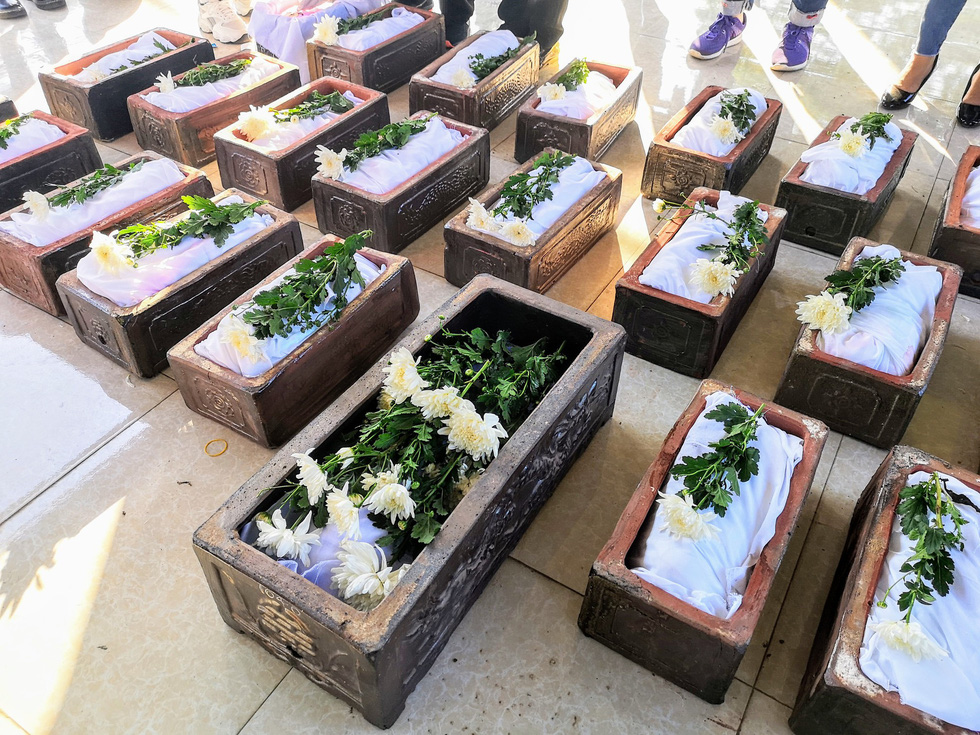Dead newborns with white flowers placed on top lie in coffins prepared by the Hanoi Life-sharing Club. Photo: Le Thanh Trung