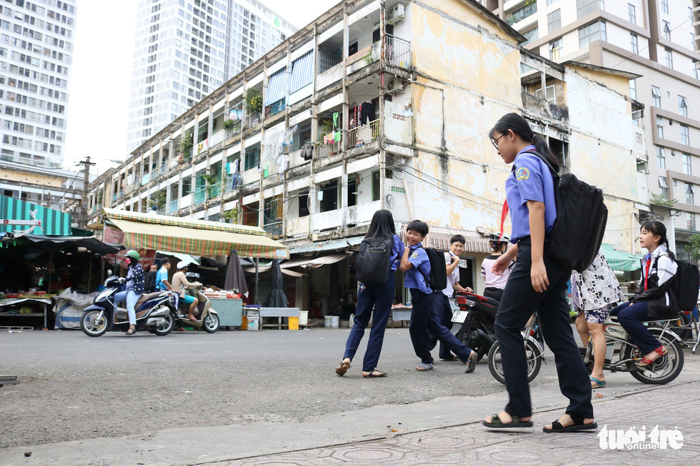 Students walk near the Hang Phan apartment building in Ho Chi Minh City, Vietnam. Photo: Tuoi Tre