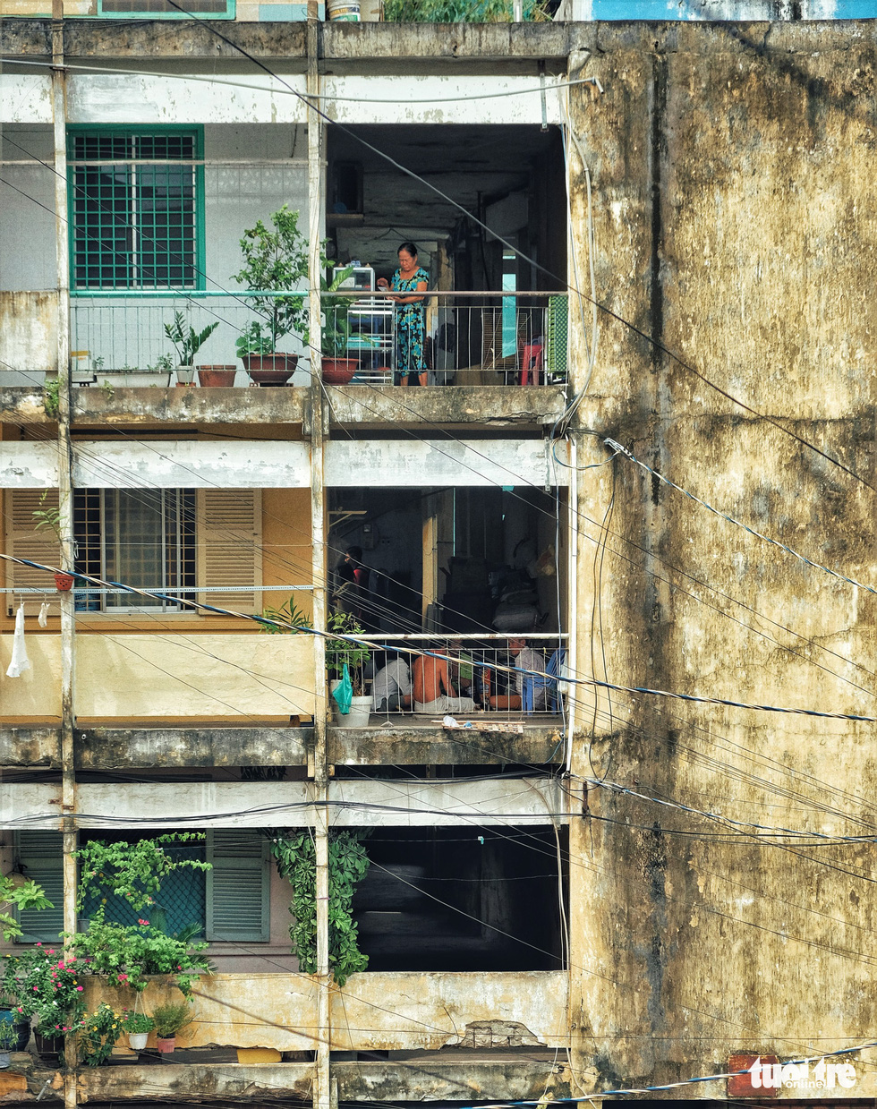 Images of a dilapidated apartments in Ho Chi Minh City