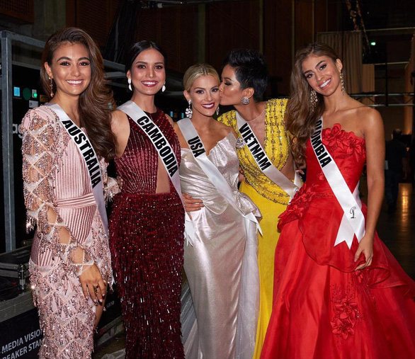 The photo featuring the five representatives of Australia, Cambodia, USA, Vietnam and Hungary to the Miss Universe 2018 competition is uploaded on Miss Australia's Instagram account on December 13, 2018