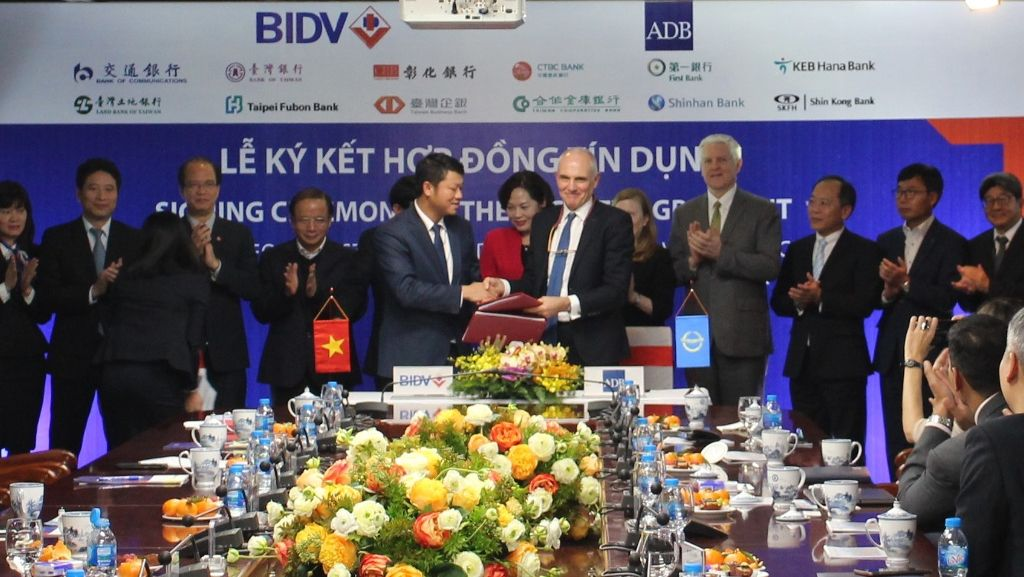 ADB, commercial lenders provide $300mn for Vietnam bank to support SMEs