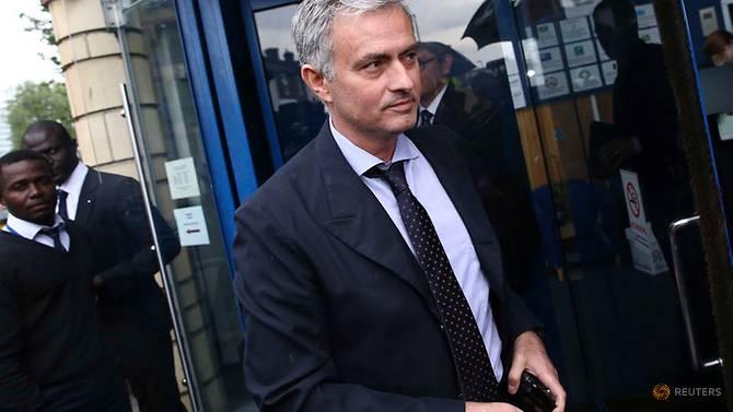 Mourinholeaves United after poor start to season