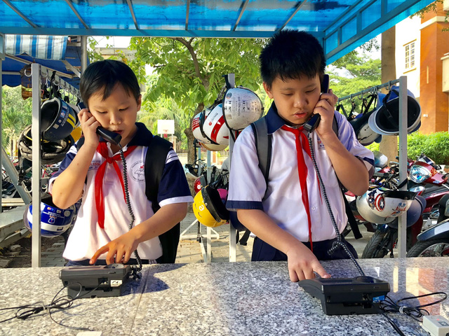 Ho Chi Minh City schools apply old-fashioned measures to curb smartphone use