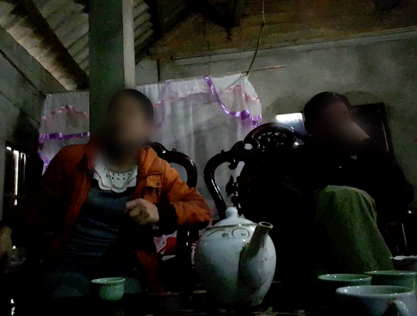 Parents of a student share their child's experience being sexually abused by the headmaster of Thanh Son boarding middle school in Phu Tho Province in northern Vietnam. Photo: Tuoi Tre