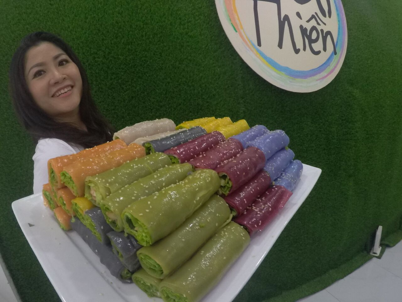 Nguyen Thi Thanh Nguyen showcases her signature colorful pho cuon (pho rolls) in a photo provided to Tuoi Tre News.