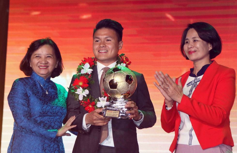 21-yr-old midfielder wins Vietnam Golden Ball after stellar year