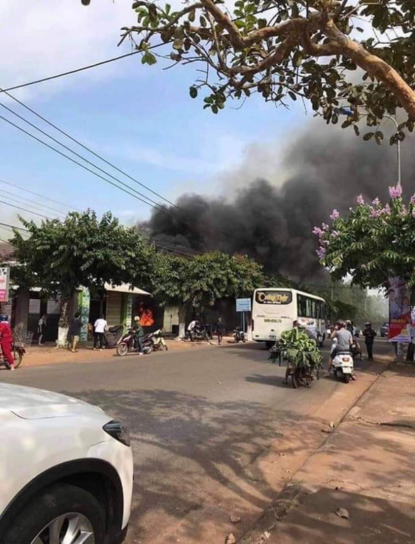 A column of smoke arises from an eatery in Dong Nai Province in southern Vietnam on December 21, 2018. Photo: Tuoi Tre