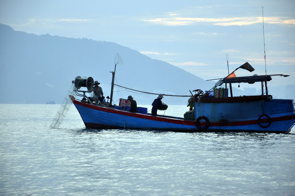 Fish stocks off south-central Vietnam imperiled as trawlers, fine-mesh nets widely used despite ban