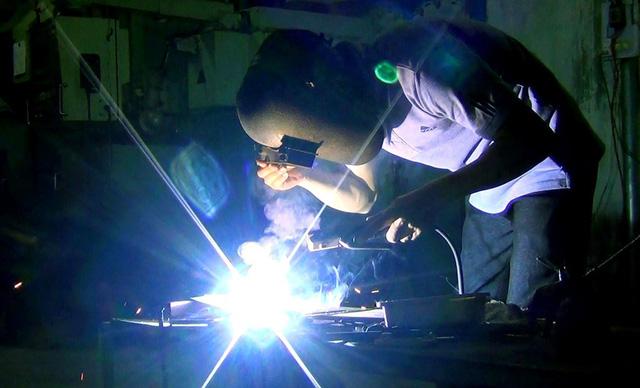 In Vietnam, careless welding activities spark concern over fire, explosion