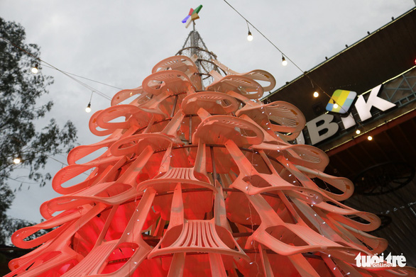 The 8-meter Christmas tree made up of 200 plastic chairs is seen at the Rubik Zoo in Ho Chi Minh City. Photo: Tuoi Tre