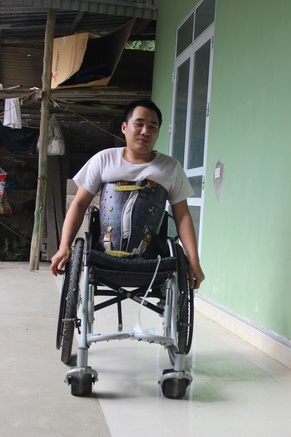 Pham Van Hao in a wheelchair. Photo: Tuoi Tre
