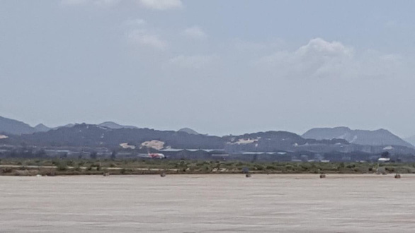 The scene of the wrong-runway incident is blocked at Cam Ranh International Airport on December 25, 2019. Photo: Tuoi Tre