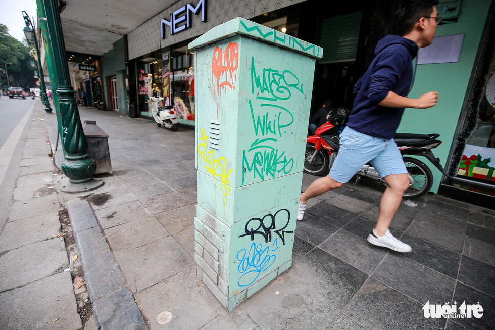 An electric cabinet is covered in illicit drawings. Photo: Tuoi Tre