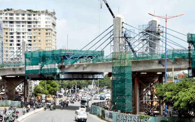 An elevated track for the first metro line in Ho Chi Minh City is constructed in Binh Thanh District. Photo: Tuoi Tre