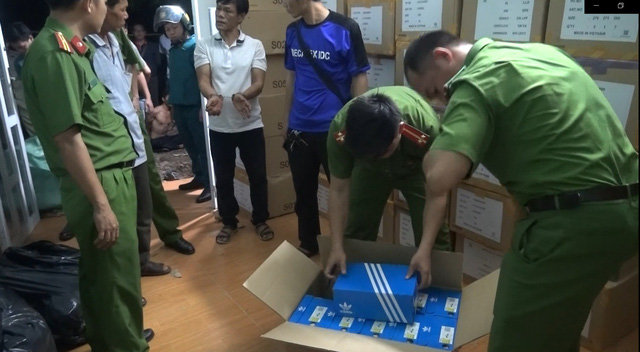 Nine captured for stealing branded clothes from container trucks in southern Vietnam