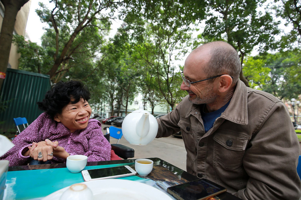 Disability is no match for the love shared by this Vietnamese-Australian couple