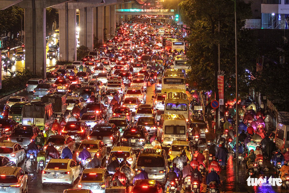 Hanoi streets congested as New Year travel rush begins