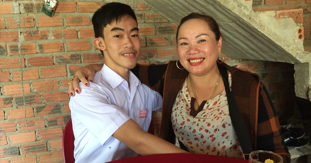 Vietnamese student selflessly returns $2,100 to rightful owner