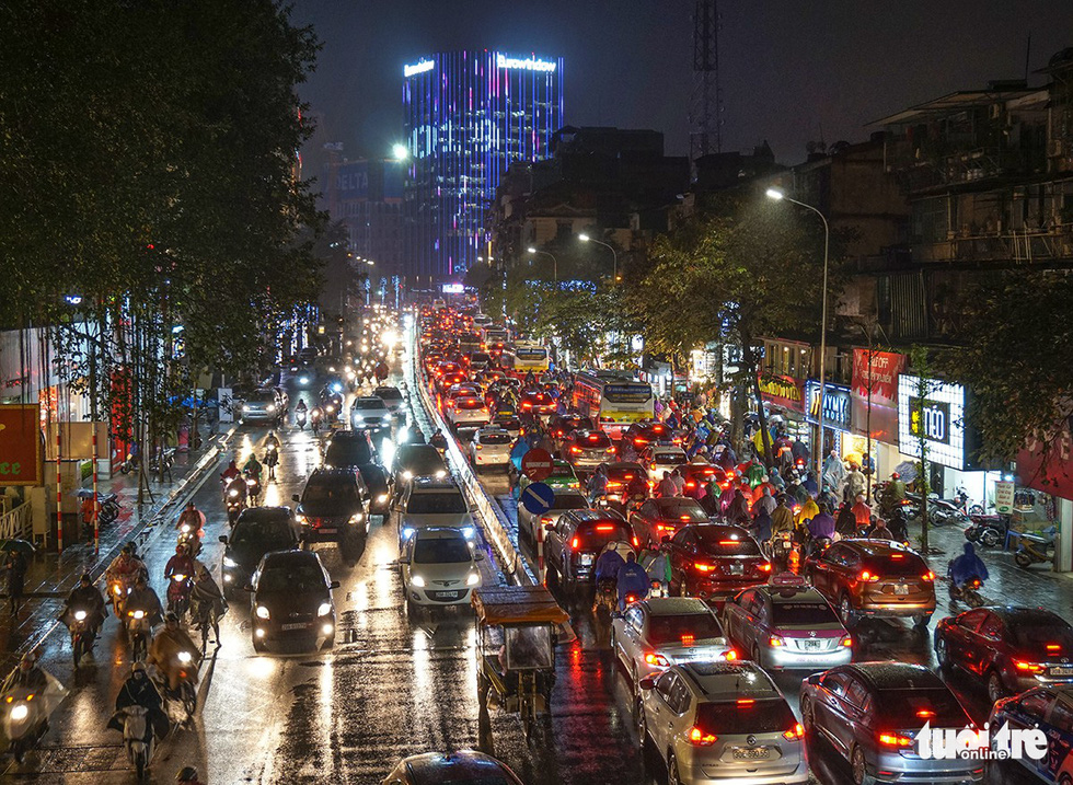 A traffic congestion on Pham Ngoc Thach Street in Hanoi on December 28, 2018. Photo: Tuoi Tre