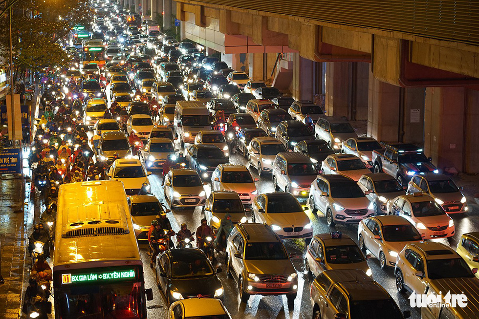 A traffic congestion on a street in Hanoi on December 28, 2018. Photo: Tuoi Tre