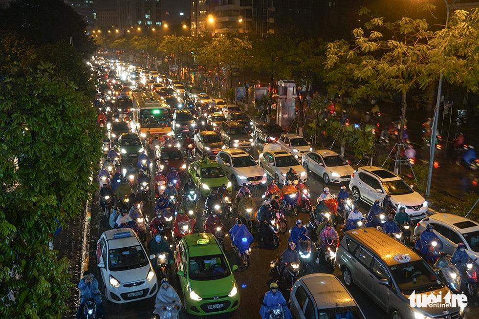 A traffic congestion on Xa Dan Street in Hanoi on December 28, 2018. Photo: Tuoi Tre