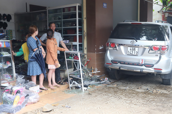Woman killed as car crashes into her home in Vietnam's Central Highlands