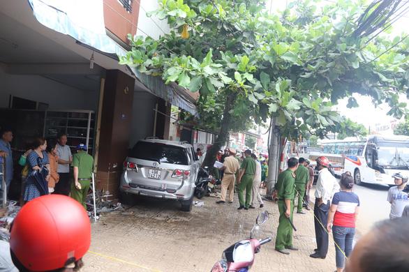 Officers probe the crash site. Photo: Tuoi Tre