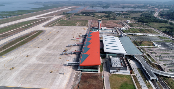 Premier attends ceremony to open new airport in province home to Ha Long Bay