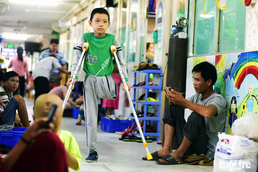 Lu Phu Loc, 11, has fought bone cancer for two years. Loc, being treated at the Ho Chi Minh City Oncology Hospital, lives his life normally with the other leg after having one amputated.