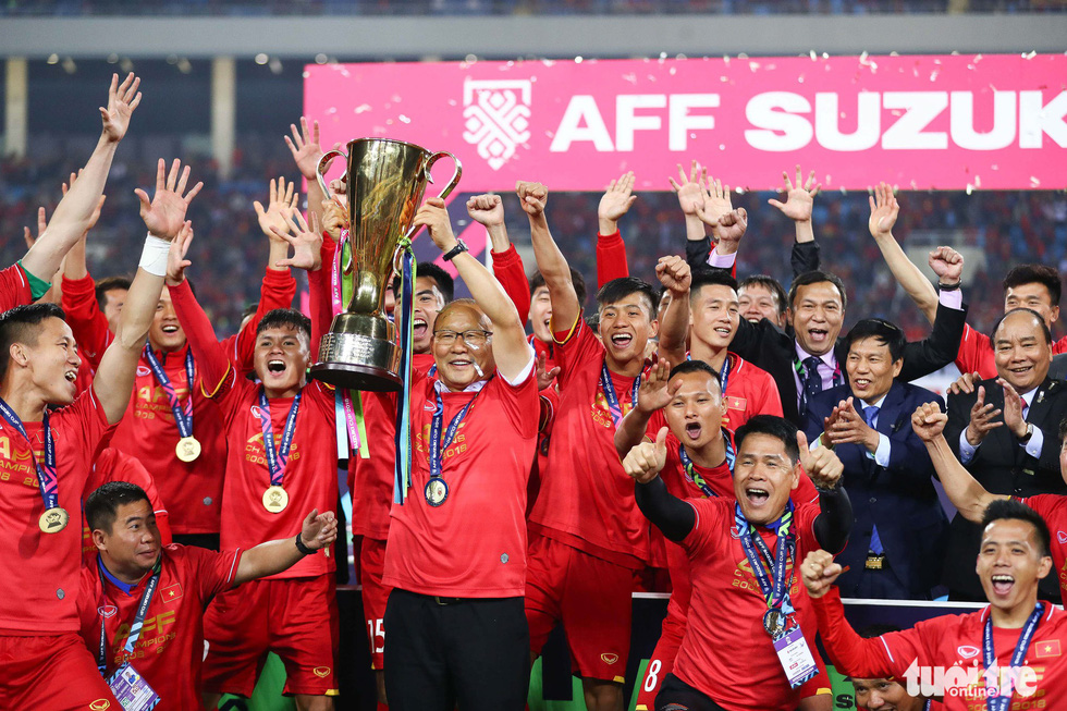 South Korean coach Park Hang Seo lifts the trophy amid players' cheers after they beat Malaysia 1-0 in the second leg of the AFF Suzuki Cup final at My Dinh National Stadium in Hanoi on December 15, 2018. The Vietnamese had won the title ten years earlier.