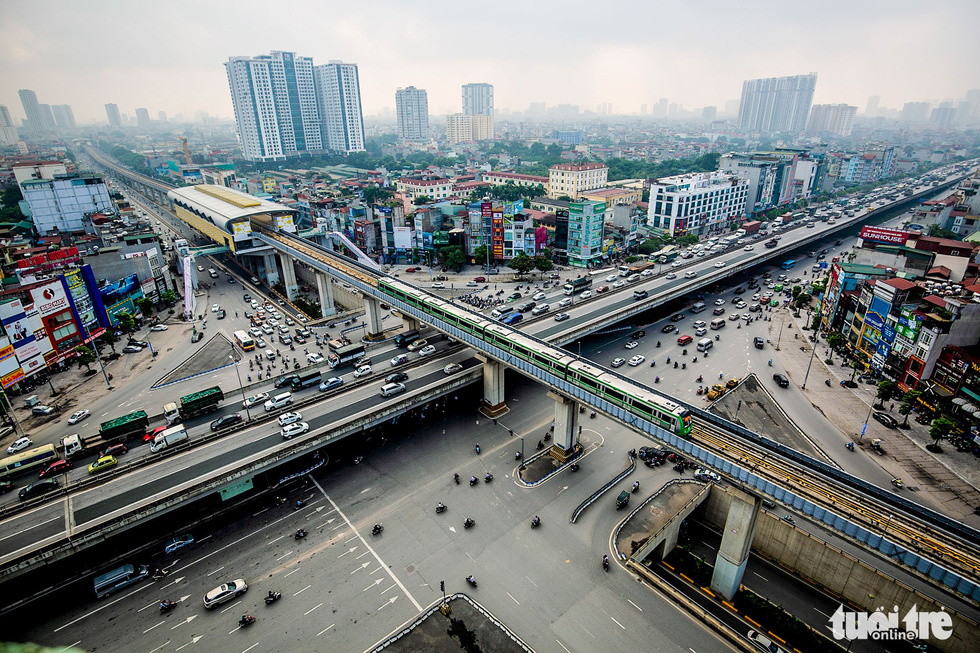 The test run of the Cat Linh-Ha Dong elevated railway train in Hanoi on September 20, 2018. This route is 13km long, has 12 elevated stations, and was built by Chinese contractors.