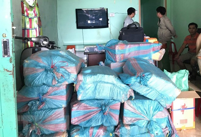 Police detain Vietnamese man for storing firecrackers, weapons