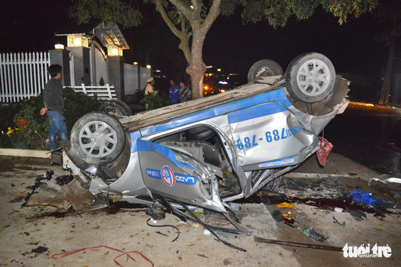 Three dead as taxi with apparently drunk driver overturns in Vietnam's Central Highlands