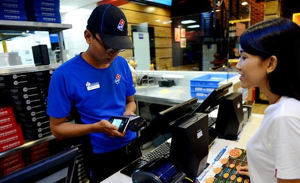 Cashless payment gradually wins over Vietnam market