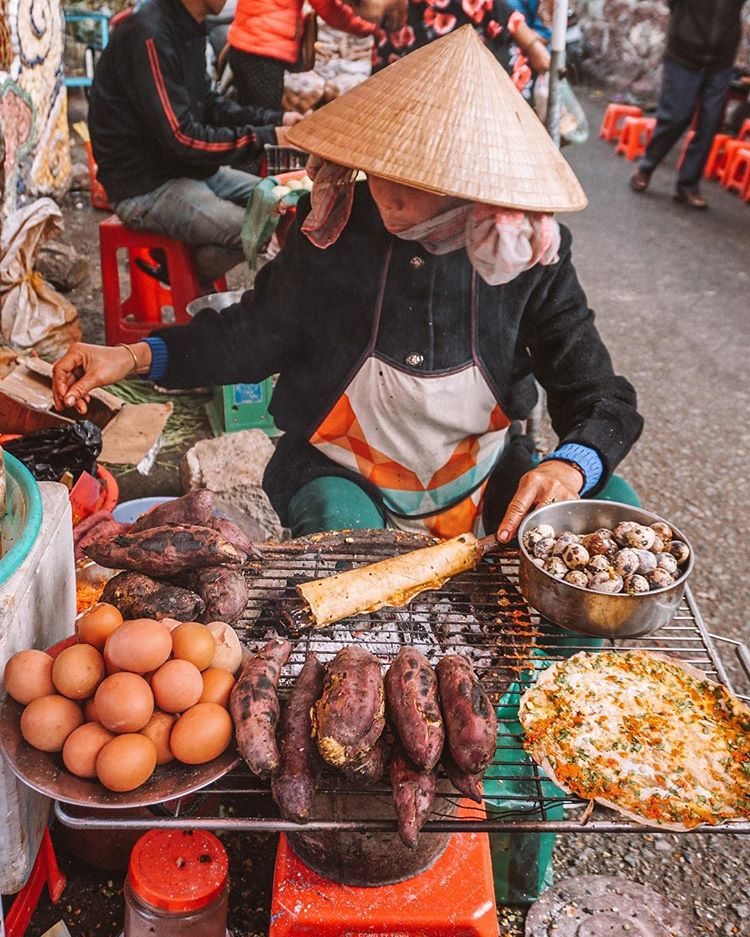 A photo capturing a street food vendor in the Central Highland City of Da Lat posted on Instagram handle of @so_theadventurebegins