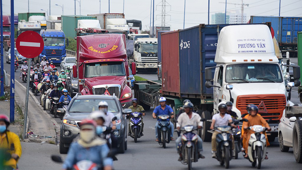 Vietnam transport official moots separate lane for heavy trucks following deadly crash