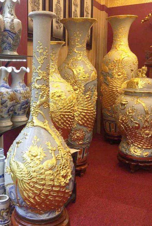 A Bat Trang village's pottery vase