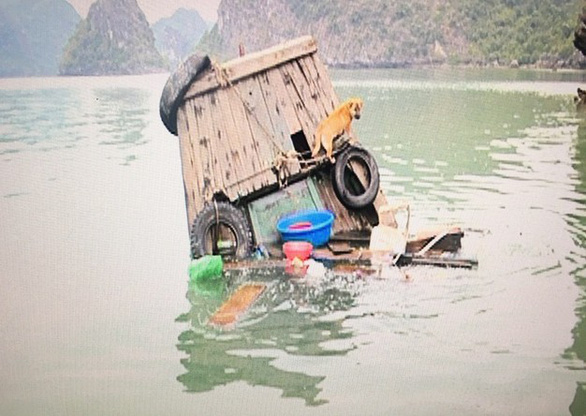 Hawkers sink own boats to dodge authorities' punishment in Ha Long Bay